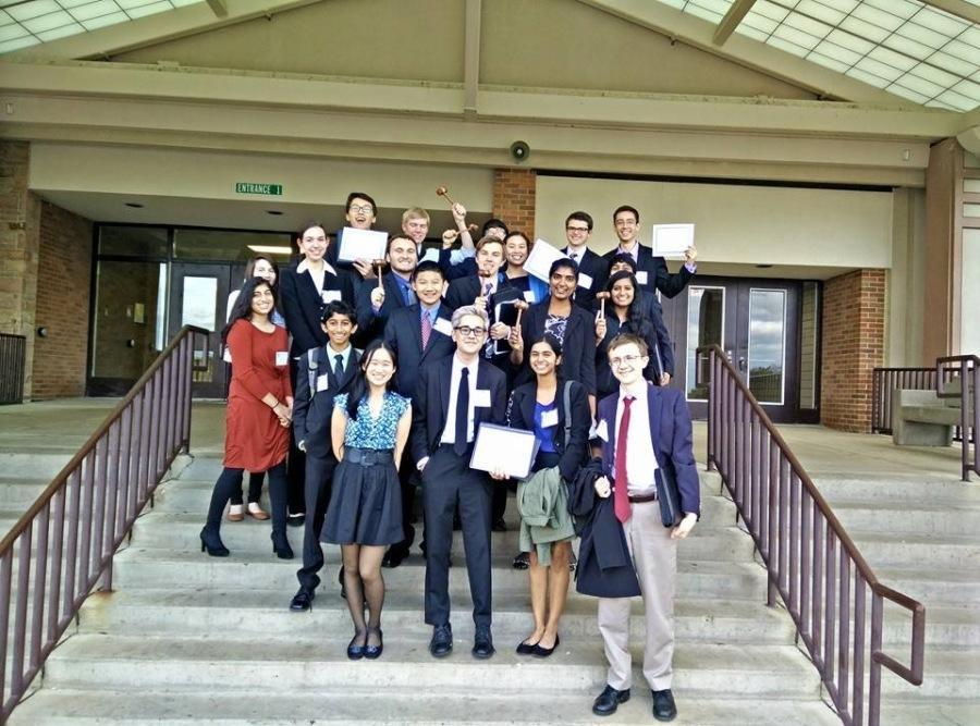 Fremd+Model+UN+Team+poses+with+awards+after+SMUNC.+%0A%28Photo+courtesy+of+Vasilij+Acic%29