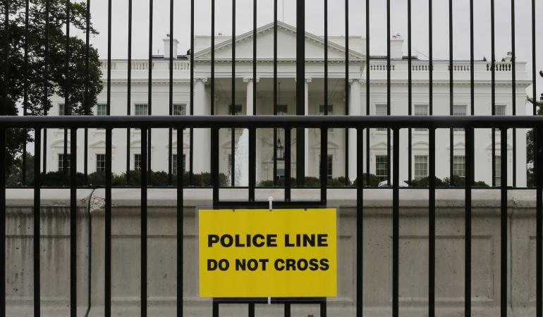 The+White+House+is+now+surrounded+by++temporary+fencing+in+response+to+the+intrusion%2C+creating+a+wide+barrier+between+its+grounds+and+tourists.+Internet+photo+courtesy+of+Reuters.