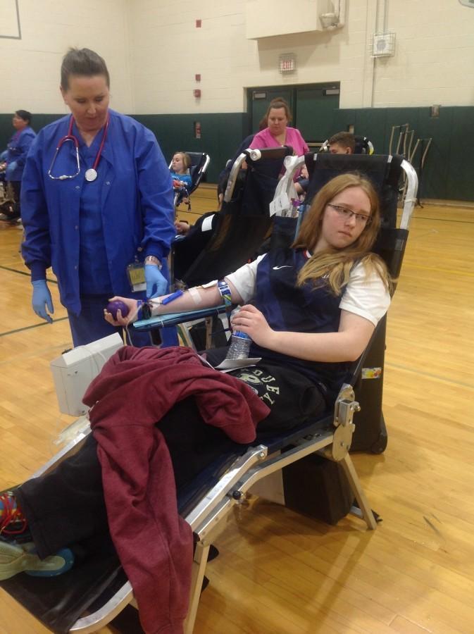 Junior Sarah Hoadley donates blood in the fall blood drive. (Photo courtesy of Vibha Pandurangi)