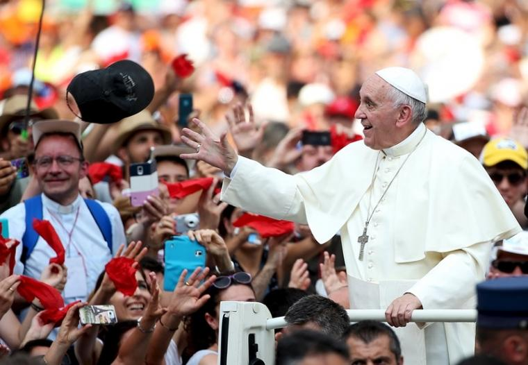 Pope+Francis+speaks+to+his+supporters+-+Internet+Photo